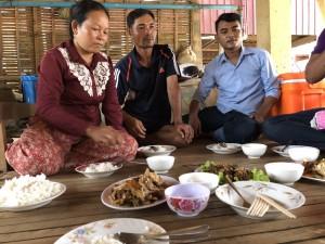 カンボジア技能実習生の家庭訪問でご馳走いただく